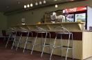 Gostinski pult s stoli